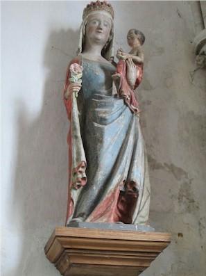 Mother and child, Notre-Dame de Regnéville-sur-Mer - Statue de la Vierge à la rose